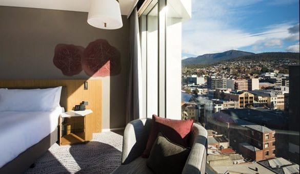 Crowne-Plaza-Hobart-guest-room